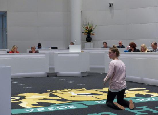 Maja Brouwer (17) smeekt de raadsleden om voor haar toekomst te zorgen